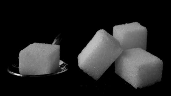 Dnes již běžny... a občas označovaný za zlo - kostkový (čajový) cukr