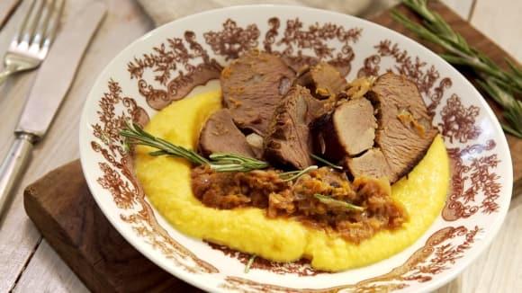 Jelení kýta s portským a s pyré z kořenové zeleniny