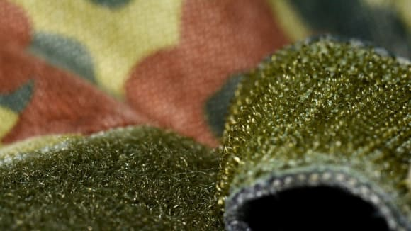 Suchý zip na uniformě bundeswehru