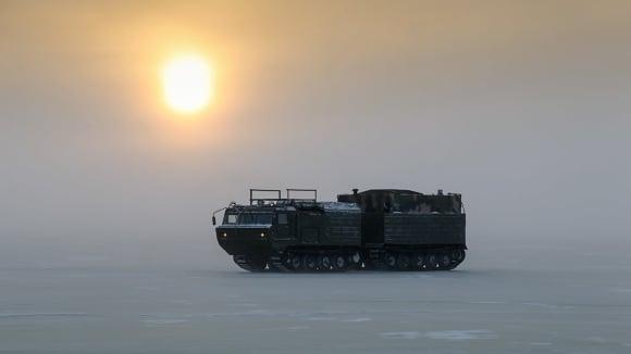 Ruská speciální technika pro Arktidu se dala do pohybu
