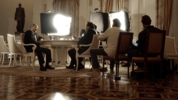 Vladimir Putin a štáb Olivera Stonea