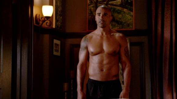Derek Morgan se nemusí stydět za svoje tělo