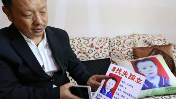 Dojemné shledání po více jak dvaceti letech: Čínská rodina našla svou ztracenou dceru