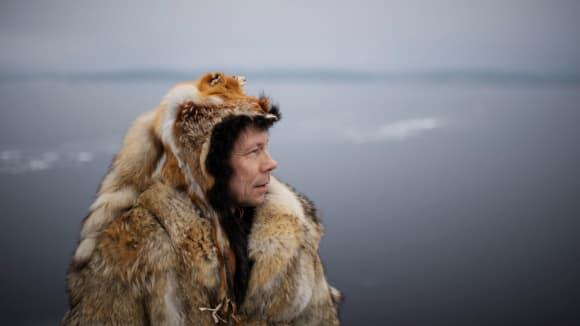 Ola Stinnerbom, sámský umělec a výrobce bubnů.