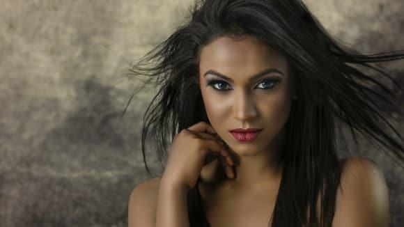 Vždyť ženská krása brzy zvadá, svlékat se potmě zbývá ti (F. Villon)
