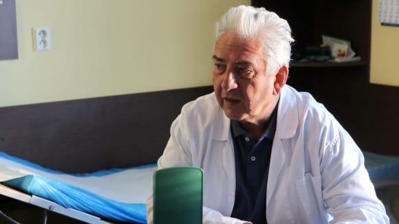 Jednoho z lékařů si zahrál i Miroslav Donutil