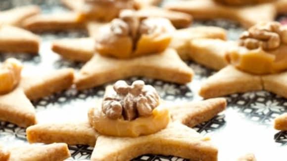 Karamelové hvězdy s ořechy