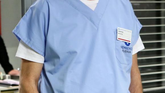 Viktor Žák je sice dobrý anesteziolog, ale má osobní problémy