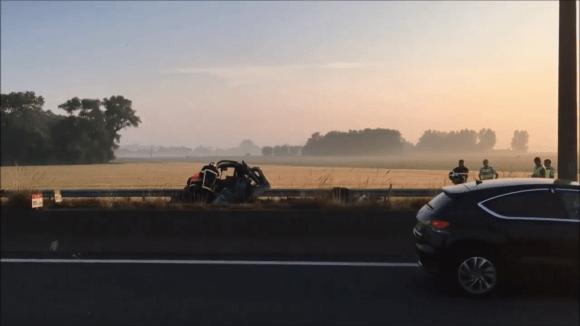 Řidič dodávky zemřel u Calais kvůli barikádě na dálnici