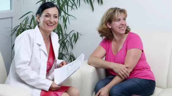 Alice Hauptová (vlevo) s účastnicí pořadu