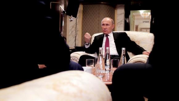 Vladimir Putin v rozhovoru s Oliverem Stonem