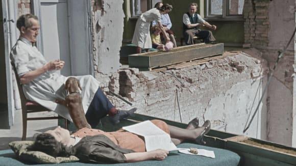 Ještě rok po válce Berlíňané obývali jen trosky...