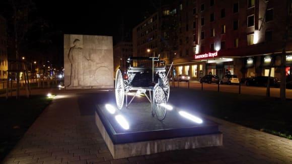 Památník s Benzovou tříkolkou