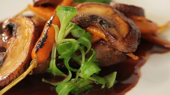Steak z krkovice, portobello a karamelizovaná karotka