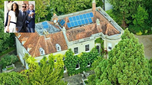 George Clooney a jeho manželka Amal Alamuddin si pořídili zámek