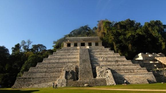 Pyramida v Mexiku - celkový pohled