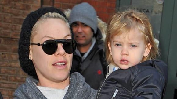 Pink s dcerkou Willow Sage