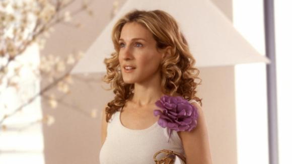 Carrie randí s Aidenem a má pravidlo, že žádná květina není dostatečně velká, aby se nemohla nosit.