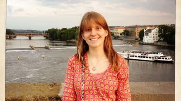 Markéta Irglová se na návštěvě Prahy pyšní svým těhotenským bříškem