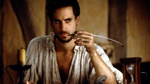 Uhrančivý Joseph Fiennes se zhostil role mladého Shakespeara