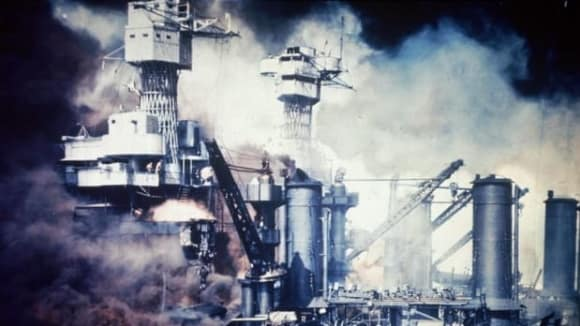 Záchrana přeživších z USS Virginia, zadní věž patří USS Tennesse