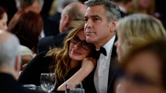 Jen přátelé? Julia Roberts a George Clooney na předávání cen BAFTA
