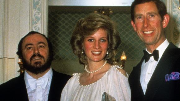 Princ Charles a princezna Diana se v době, kdy měli být ještě šťastní, vyfotili s Lucianem Pavarottim