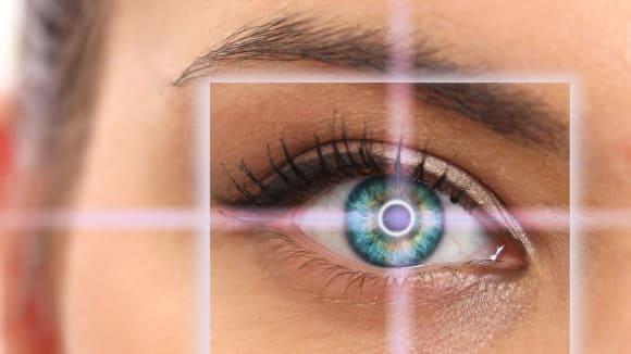 Spousta lidí se očních operací zbytečně bojí
