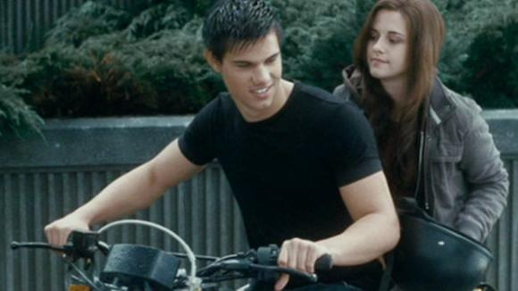 Stmívání: Jacob na motorce