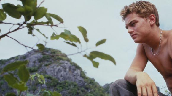 Leonardo DiCaprio ve filmu Pláž