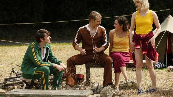 Mladí herci, kteří léta vytahaných tepláků nepamatují, si natáčení vzpomínek užívali.