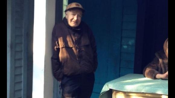 Americký milionář z chatrče zemřel na svém pozemku ve věku 79 let