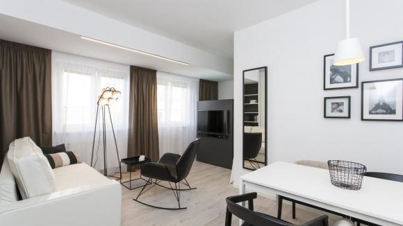 Obývací pokoj je pojat v moderním stylu