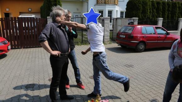 Neznámý muž zaútočil na Josefa Rychtáře