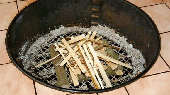 Stůl s ohněm uvnitř