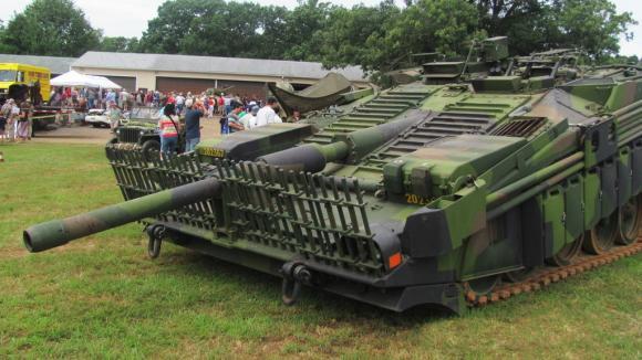 Ve Švédsku vymysleli tank, který neměl věž a uměl tancovat  - Obrázek 1