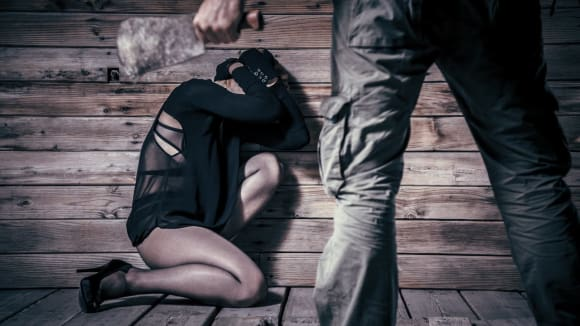 Třetí fází chování sériového vraha je opanování, kdy vrazi buďto nečekaně udeří, nebo naopak plánují léčku či moment překvapení