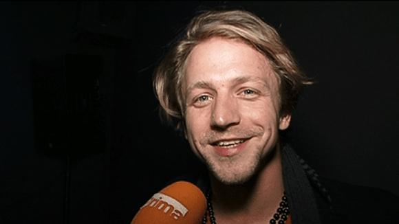 Video VIP zprávy: Zpěvák Tomáš Klus začíná obrůstat vousem