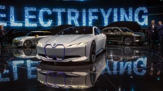 BMW na autosalonu ve Frankfurtu zazářilo.