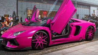 Lamborghini Aventador v růžové 7