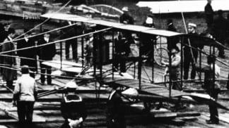 Tajné dějiny velkých katastrof 2 - první start letadla z lodi