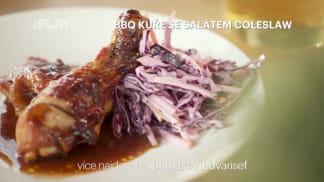 BBQ kuře se salátem coleslaw