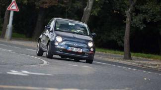 Fiat 500 je stárnoucí, ale nečekaně kvalitní ojetina do města.