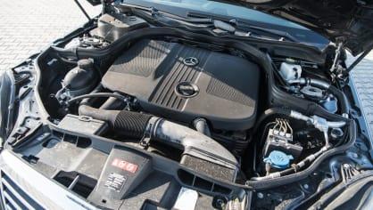 Mercedes-Benz E220 CDI interiér 1
