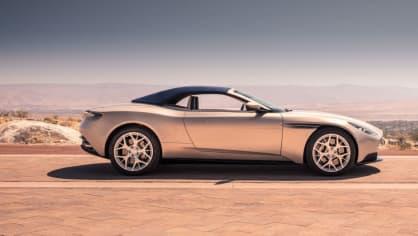 Nádherný roadster Aston Martin DB11 Volante. 25