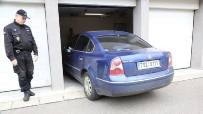 Iveta Bartošová jede v autě na svatbu