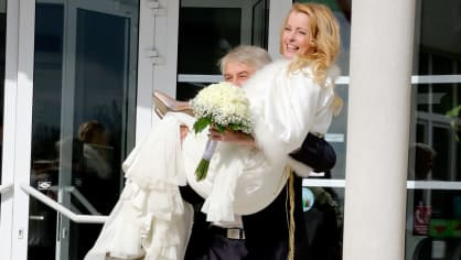 Iveta Bartošová vypadala na svatbě štastně