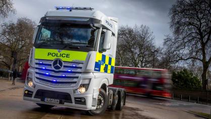 Řidiče kamionů hlídají maskované policejní tahače 4