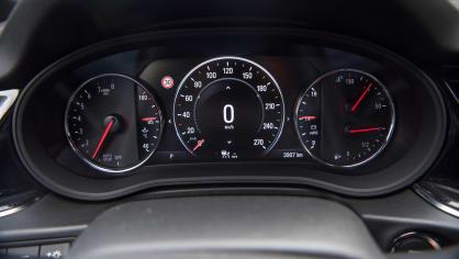 Opel Insignia Grand Sport 2.0 Turbo 4x4 interiér 7