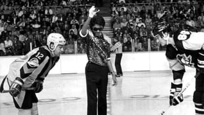 Michael Jackson rozehrává hokejový zápas. (1984)